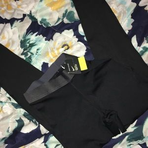 NIKE PRO TRAINING TIGHT FIT FULL H/WST TIGHT NWT❤️